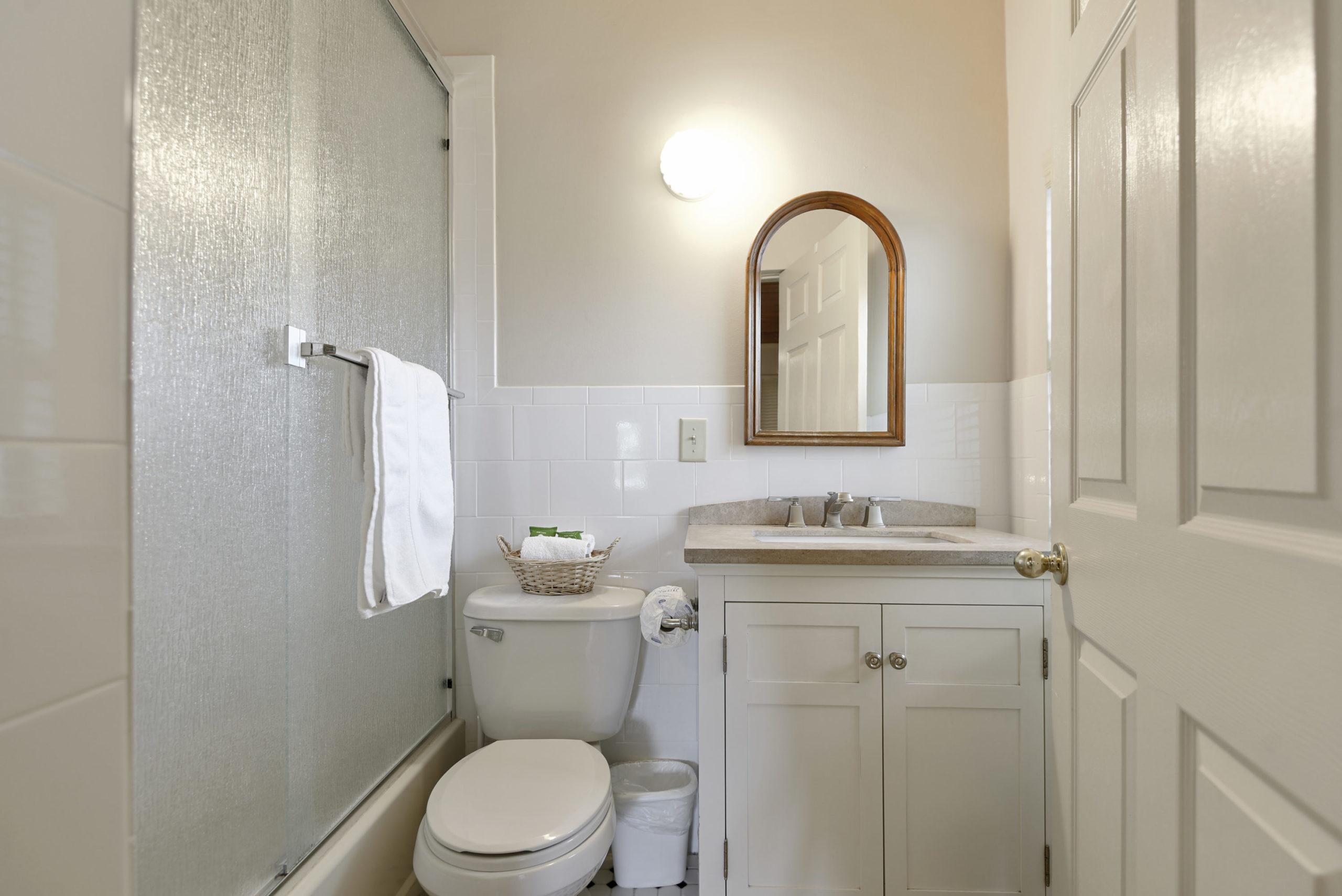 Shuffleboard Retreat - Bathroom